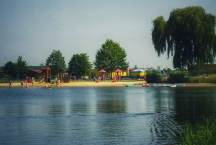 jezero a pláž