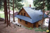 Chata Pod Loučkou - pohled z lesa za chatou