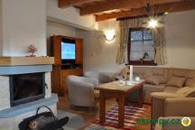 Chata Pod Loučkou - krb a obývací pokoj
