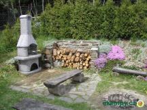 Krb s udírnou na zahradě