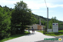 Kemp pro stanování (v budově pokoje s vlastním sociálním zařízením)