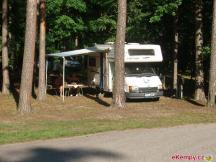 Karavany v lese - připojení na el.stojany