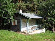 malá chata U lesa