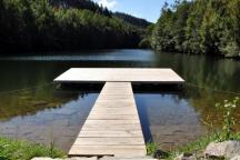 Druhá přehrada, nazývaná horní, je od kempu vzdálena 10 minut chůze.