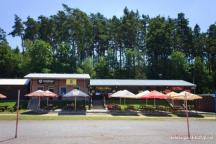 stánky s občerstvením, restaurace