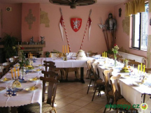 svatební tabule v salonku restaurace