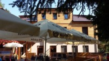 Letní terasa u restaurace