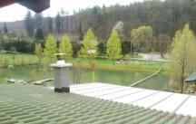 rybník, výhled z budovy