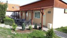 4-6L bungalovy, kuchyň, toaleta s umyvadlem, sprcha společná